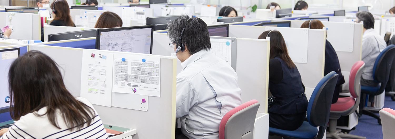 ユーザー目線の教育と独自の顧客管理システムで対応 実習で知識を得て、実機を使って対応するオペレーター